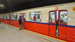 Przez nocną wymianę szyn metro jeździ wolniej