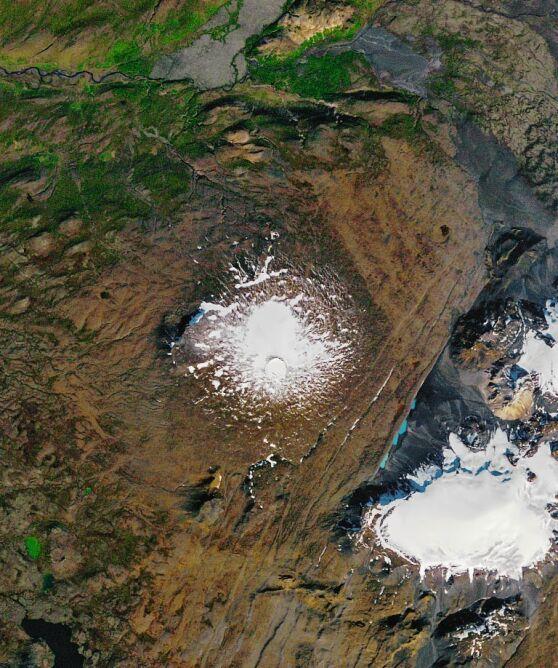 Zdjęcie lodowca Okjokull wykonane w 1986 roku (NASA Earth Observatory/Joshua Stevens)