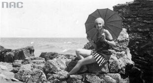 Na plaży (Narodowe Archiwum Cyfrowe)