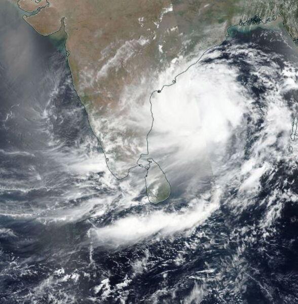 Cyklon Fani na zdjęciu satelitarnym